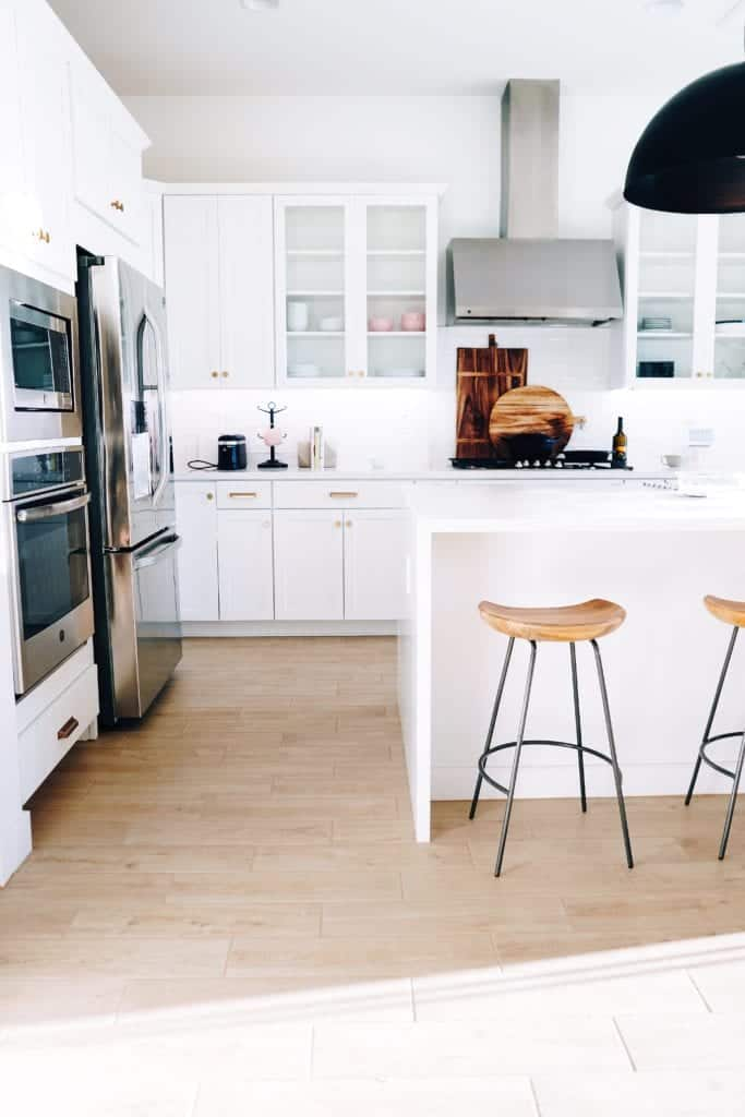 White Kitchens Provide Ample Light To Your Kitchen